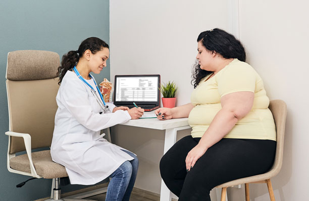 A woman visits a nutritionist